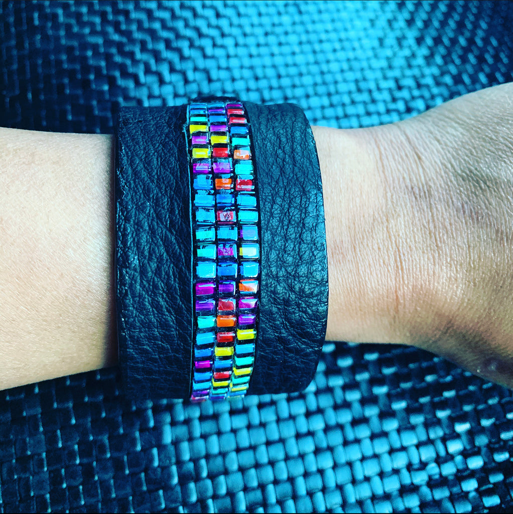 Black leather/Rainbow Cuff