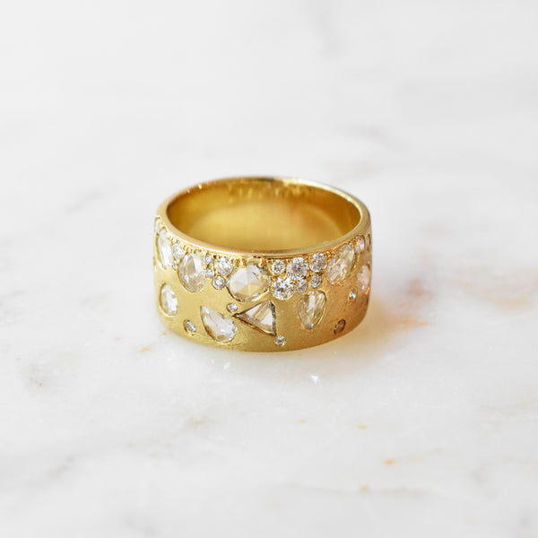 Astral Gold Band with Geometric Scattered Diamonds