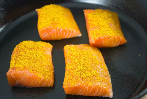 Raw, curry-seasoned salmon