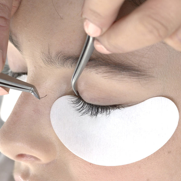 Lint-Free Under Eye Gel Patches in use
