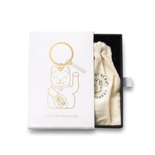 Laden Sie das Bild in den Galerie-Viewer, MANEKINEKO Keyring | White