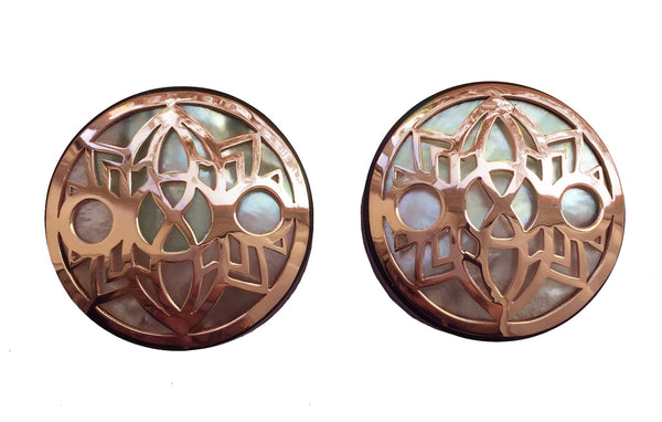 Rose gold plugs with a mother of pearl inlay