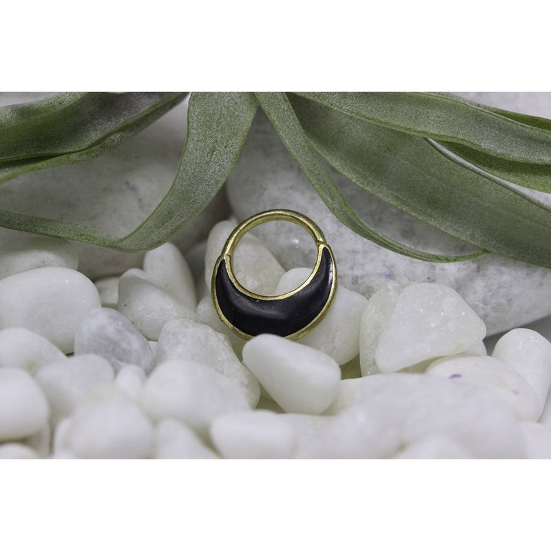 Yellow Gold Piercing Ring with Onyx