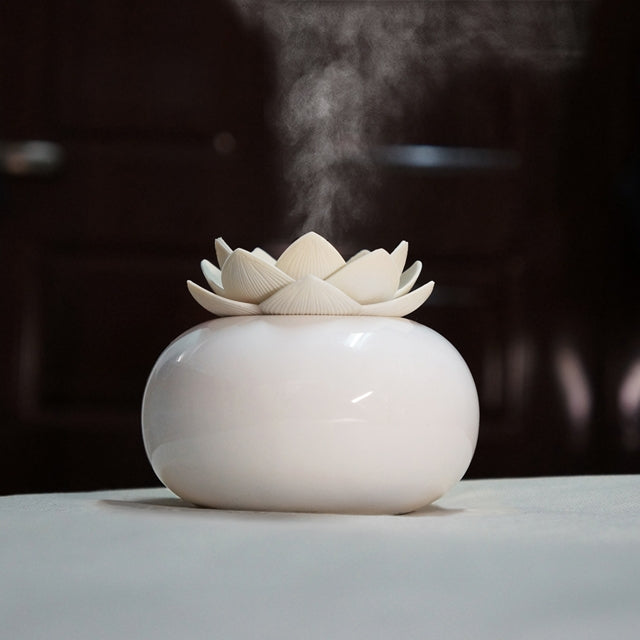 Lotus Ceramic Nano Spray Hydrating Aroma Humidifier Air Purifier(White Flower + White Body Ceramic) |