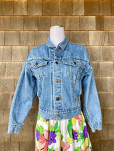 Load image into Gallery viewer, Levi's Light Denim Jacket
