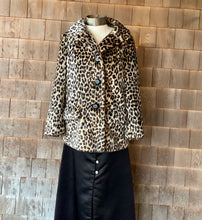 Load image into Gallery viewer, Leopard Faux-Fur Jacket