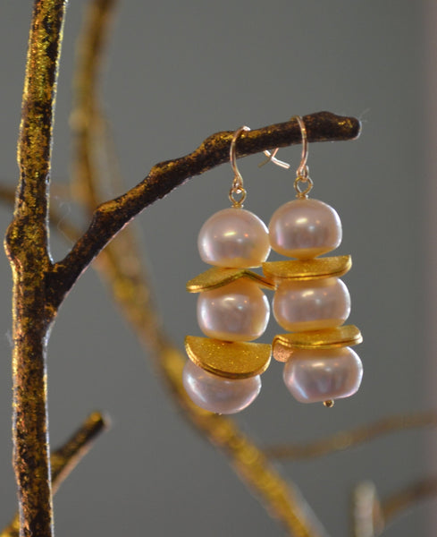 Que Up Pearl Earrings