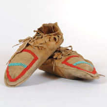 Load image into Gallery viewer, Vintage Beaded Moccasins N120