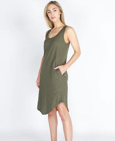 Cotton midi dress with round neckline, sleeveless, rounded hemline. Two pockets and racer back