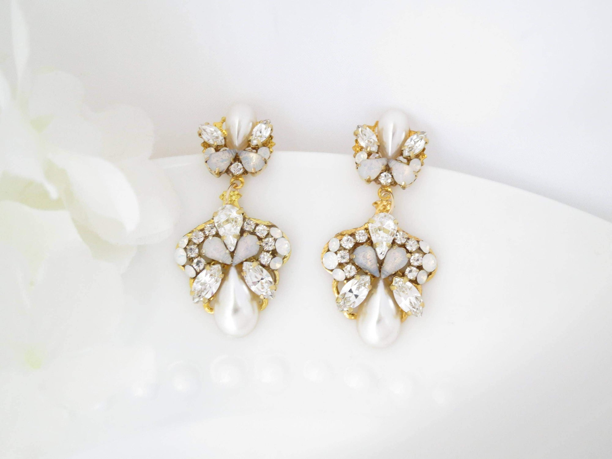 FARRAH:  Vintage Style Pearl Drop Bridal Earrings - BlingBaddaBoom - Minimalist, Vintage, Modern Wedding and Bridal Jewelry