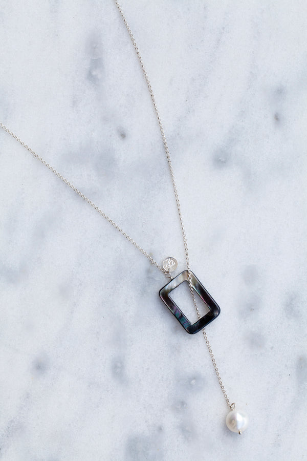 Collier Cravate rectangle noir et blanc