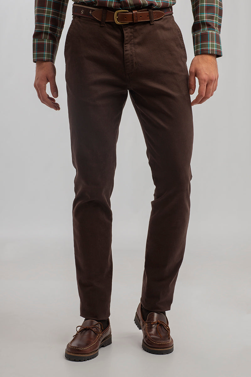Pantalón Chino Semi Entallado Chocolate