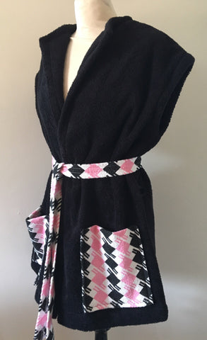Beach robe - black terry towelling pink houndstooth check contrast
