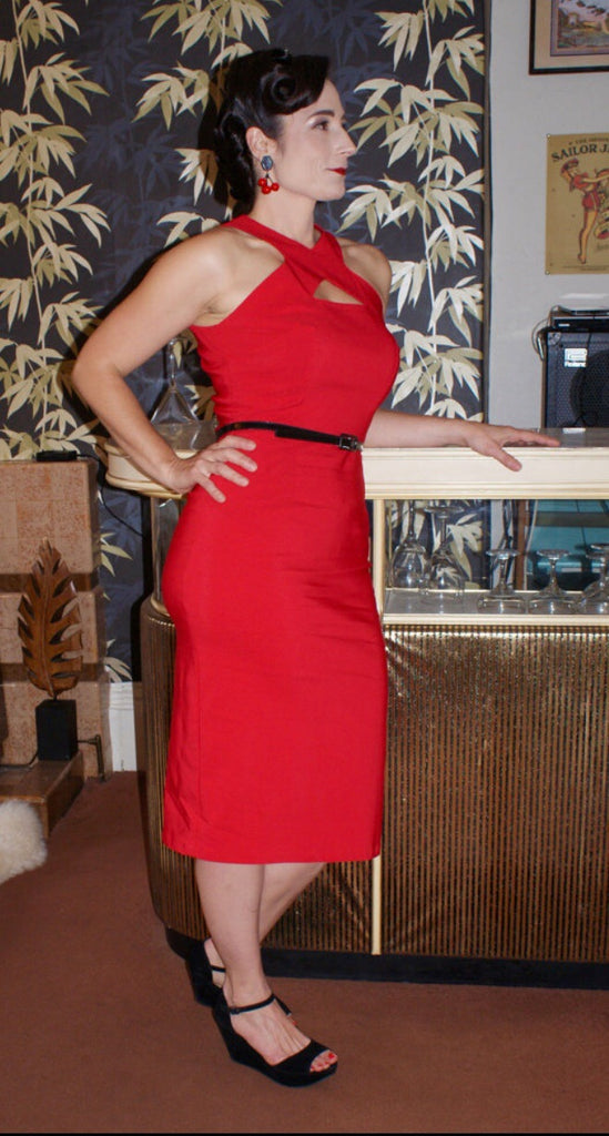 vintage 1950s inspired hourglass cocktail wiggle dress keyhole cut out triangle feature fitted red