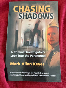 Chasing Shadows A criminal Investigator's Look into the Paranormal - Mark Allan Keyes