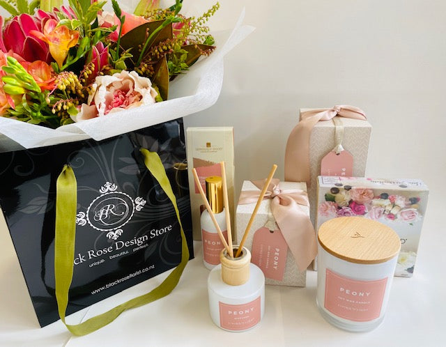 Peony Blush Gift Pack Large with Bouquet