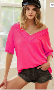 THERMAL WAFFLE V NECK TOP WITH CONTRAST