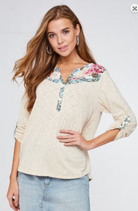 Floral Contrast Top -Long sleeves -Roll up sleeves -Button up -Shirring -Floral contrast