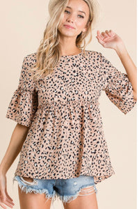 Short sleeve leopard print woven top