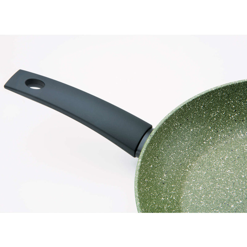 products/ReChic-Prestige-Eco-Frypan-28cm-Recycled-Aluminium-Cookware-Sustainable-Close-Up.jpg