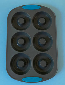 Reinforced silicone donut pan