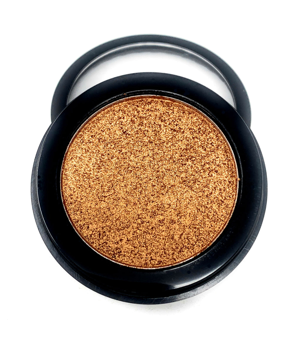 Single Pressed Eyeshadow In the Shade Legend Compact Smooth Pigmented Eyeshadow Gold Foiled Colour