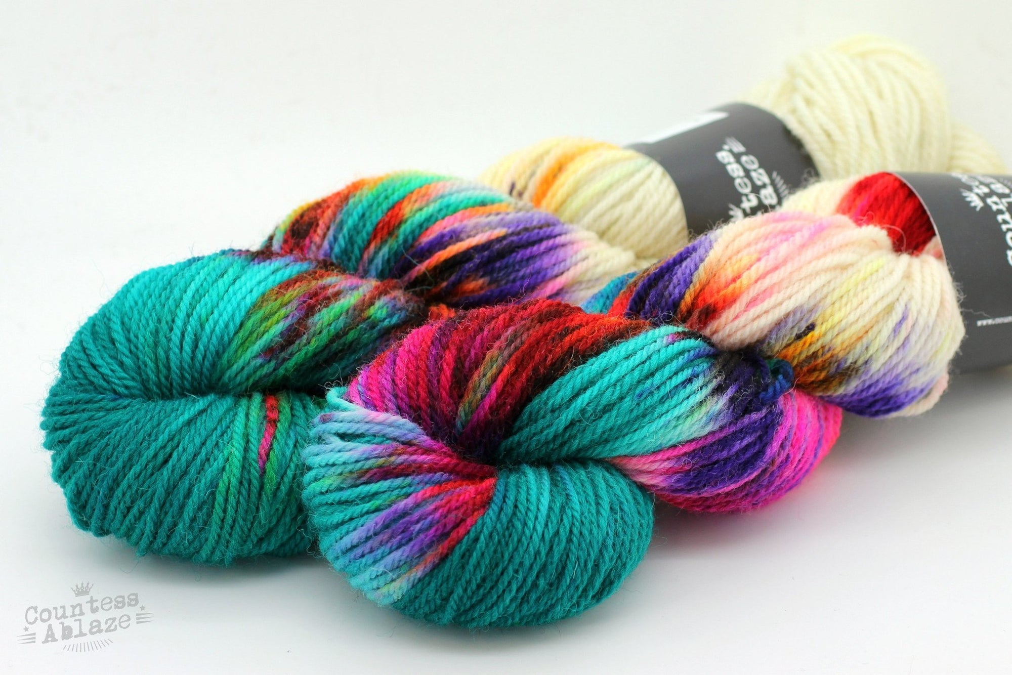 Colourway : Stage Fright Countess Ablaze