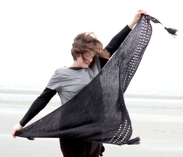 Blackwood shawl by Plays With Fibre