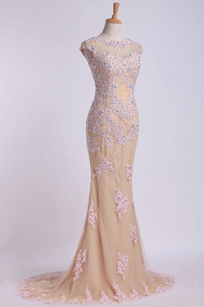 2019 Mesh Illusion Scoop Neckline Cap Sleeve Prom Dress With Beads And Applique