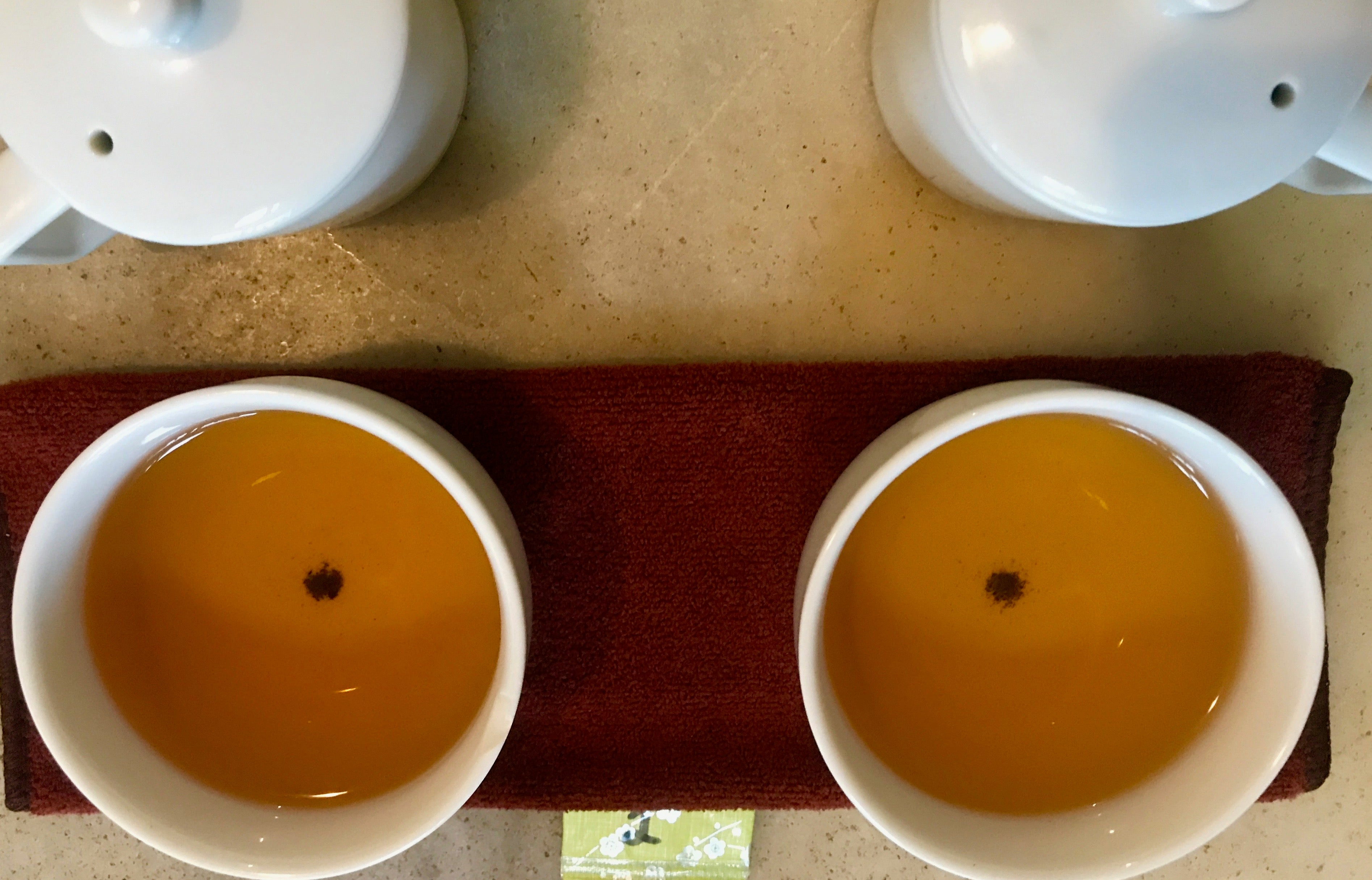 dong ding oolong tea in tea bowls