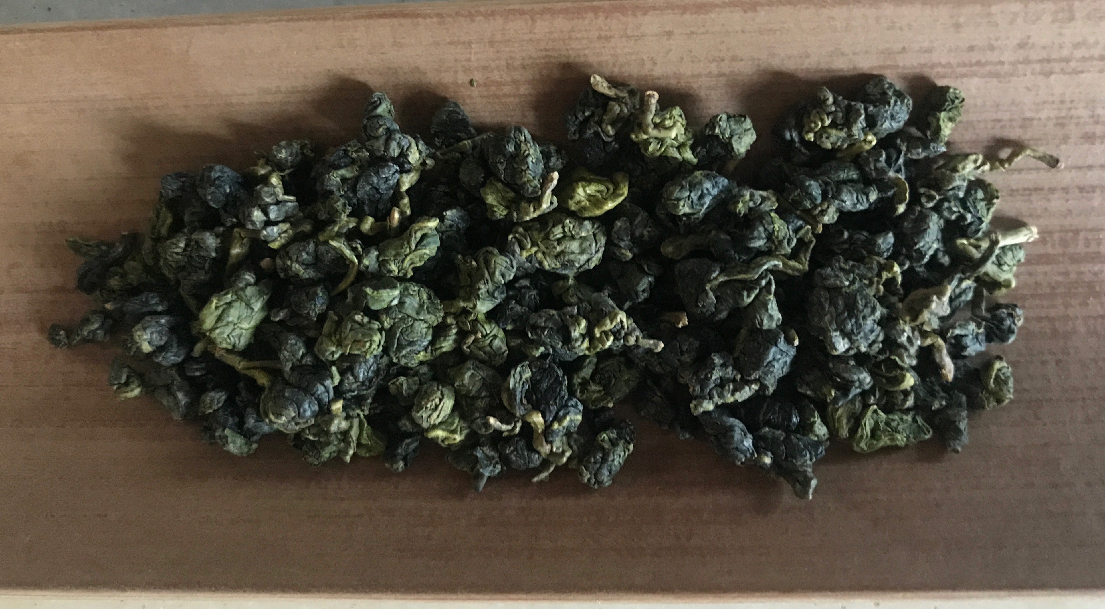Long Feng Xia High Mountain Oolong dried leaves