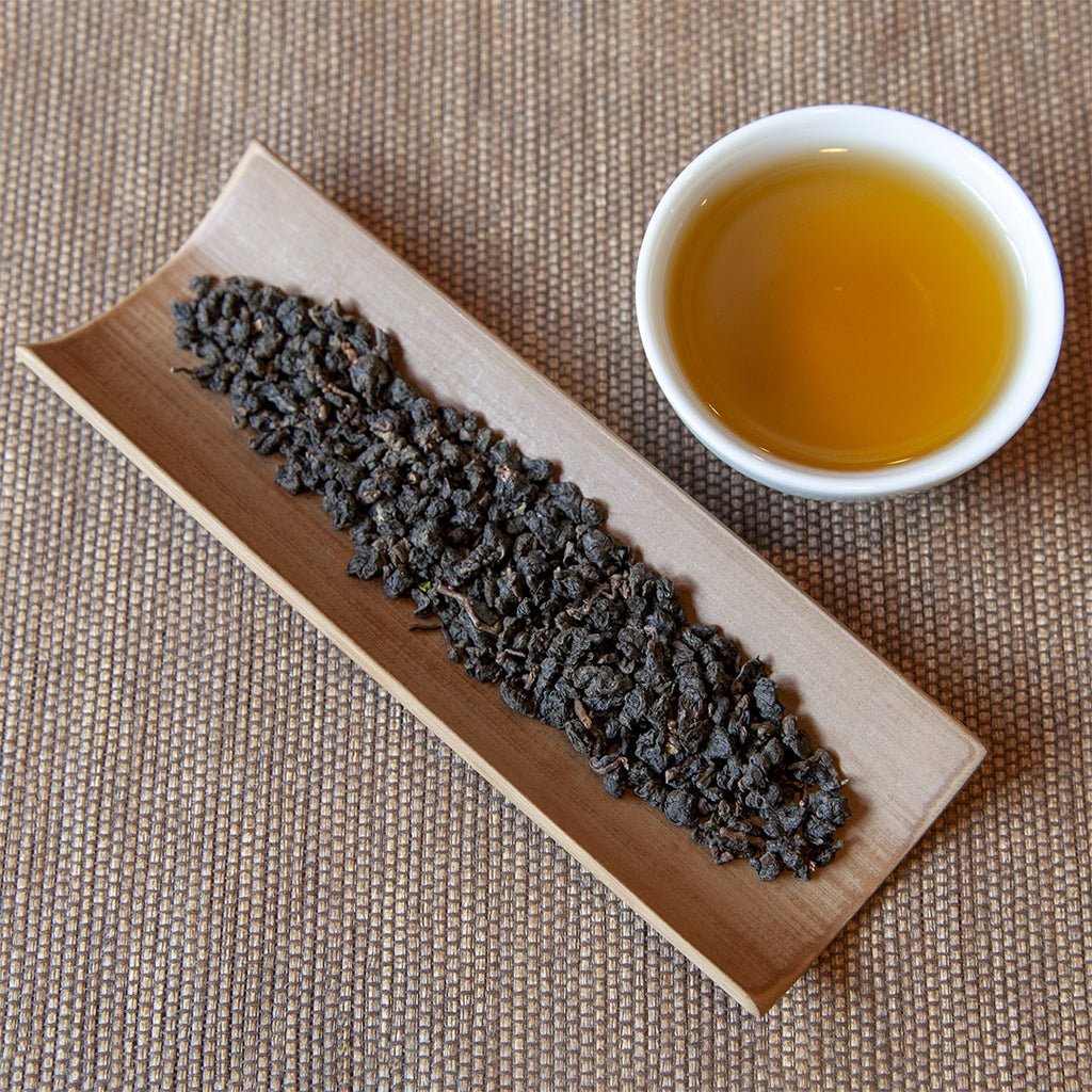Roasted Tsui Yu Oolong Tea leaves and brewed tea