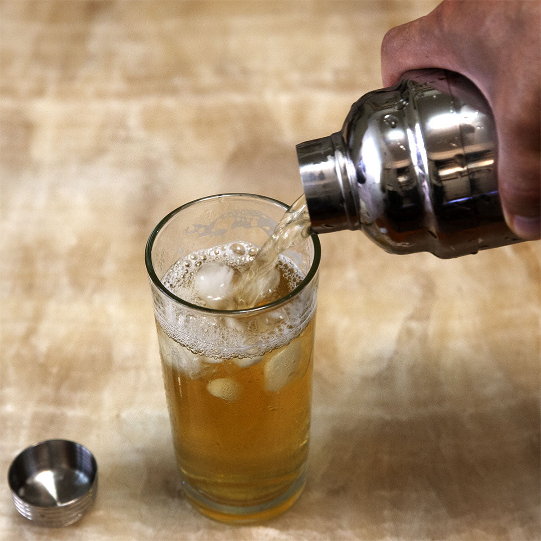 An cocktail shaker is the best way to quickly make some refreshing iced tea
