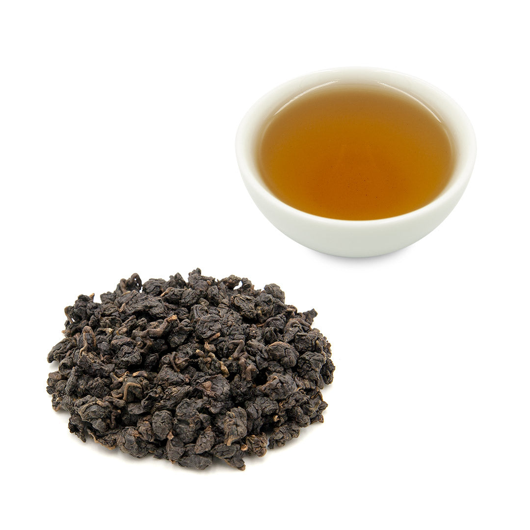 Roasted Tsui Yu Oolong Tea in cup and with dry leaves