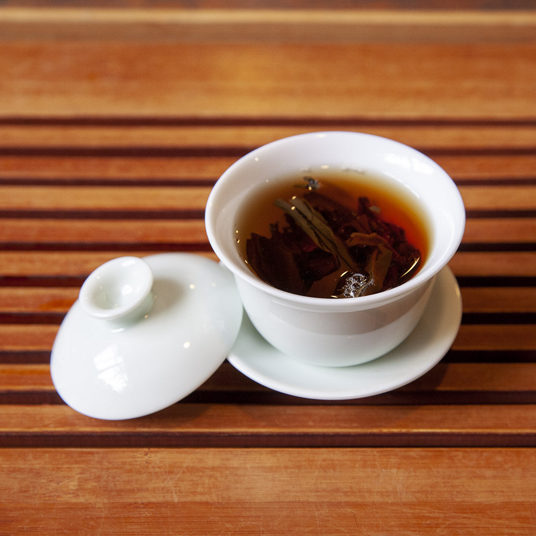 Single serve gaiwan with brewed tea inside