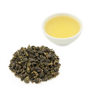 Tsui Yu Oolong tea leaves and brewed tea in a cup