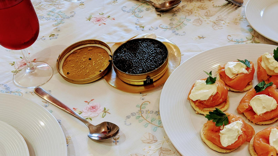 How to taste/eat caviar