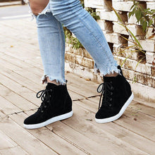Load image into Gallery viewer, Women's Athletic Block Heel Lace-Up All Season Boots