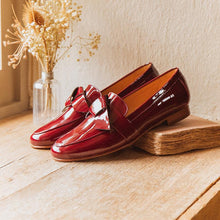 Load image into Gallery viewer, Women's fashion patent leather flat shoes