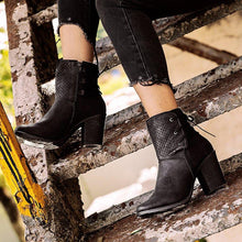 Load image into Gallery viewer, Women Chunky Heel Round Toe Boots