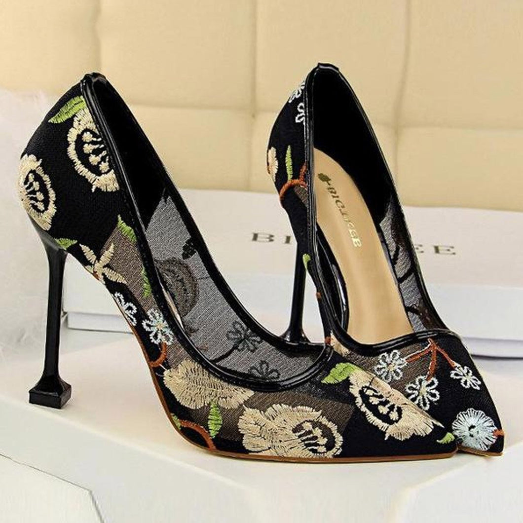 Sexy Lace Embroidery   Hollow Pointed Slim Heel Shoes