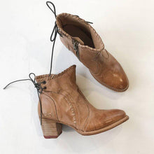 Load image into Gallery viewer, Woman Lace-Up Vintage Tan Chunky Heel Round Toe Ankle Boots