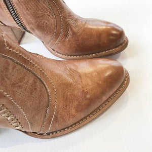 Woman Lace-Up Vintage Tan Chunky Heel Round Toe Ankle Boots