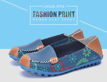 Load image into Gallery viewer, Women flat shoes 2020 fashion flower print casual shoes woman slip-on genuine leather flats female comfortable loafers plus size