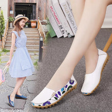 Load image into Gallery viewer, Boat shoes woman 2020 new fashion genuine leather shoes casual loafers slip-on round toe solid women flats shoes plus size 35-44