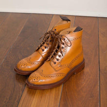 Load image into Gallery viewer, Plus Size Classic Leather Bullock Lace Up Martin Boots