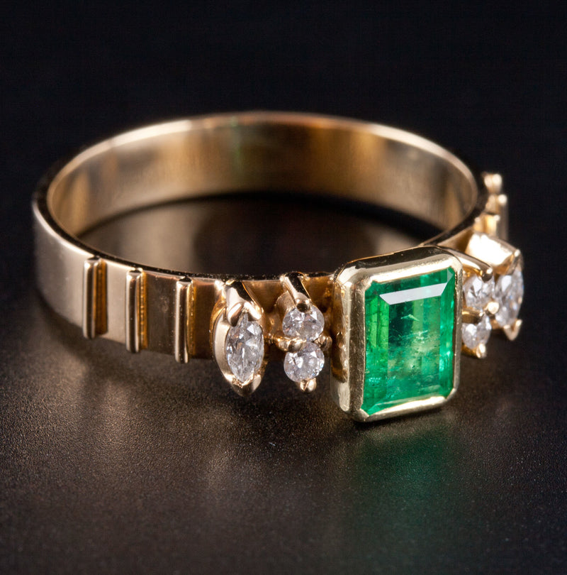 Stunning 18k Yellow Gold Emerald Solitaire Ring W/ Diamonds Accents .86ctw 4.6g