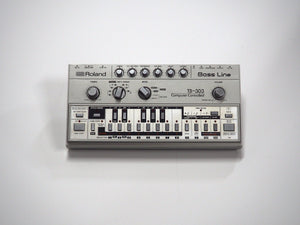 ROLAND TB-303 BASS LINE ACID VINTAGE SYNTH 606 707 808 909