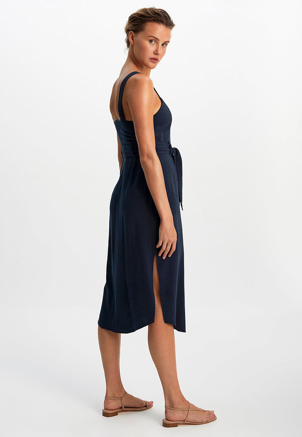 curved hemline, side slits