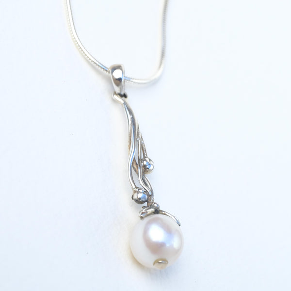 Silver and Pearl Pendant.